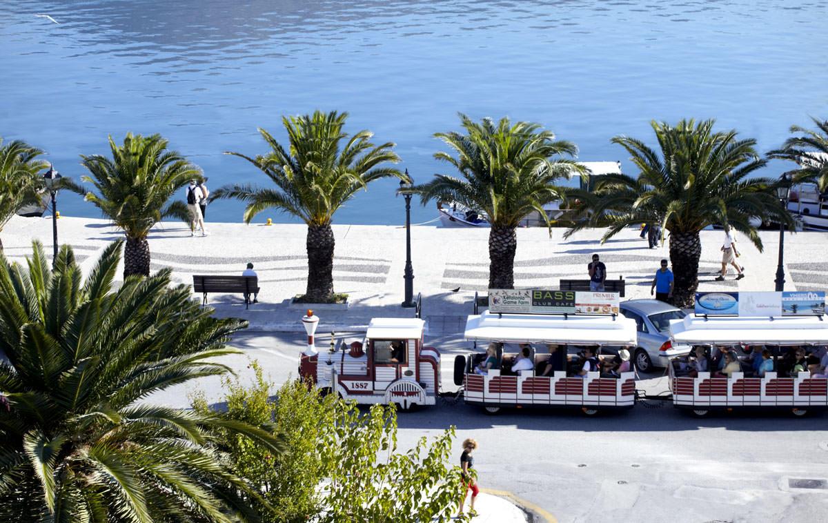 Mouikis Hotel - Location