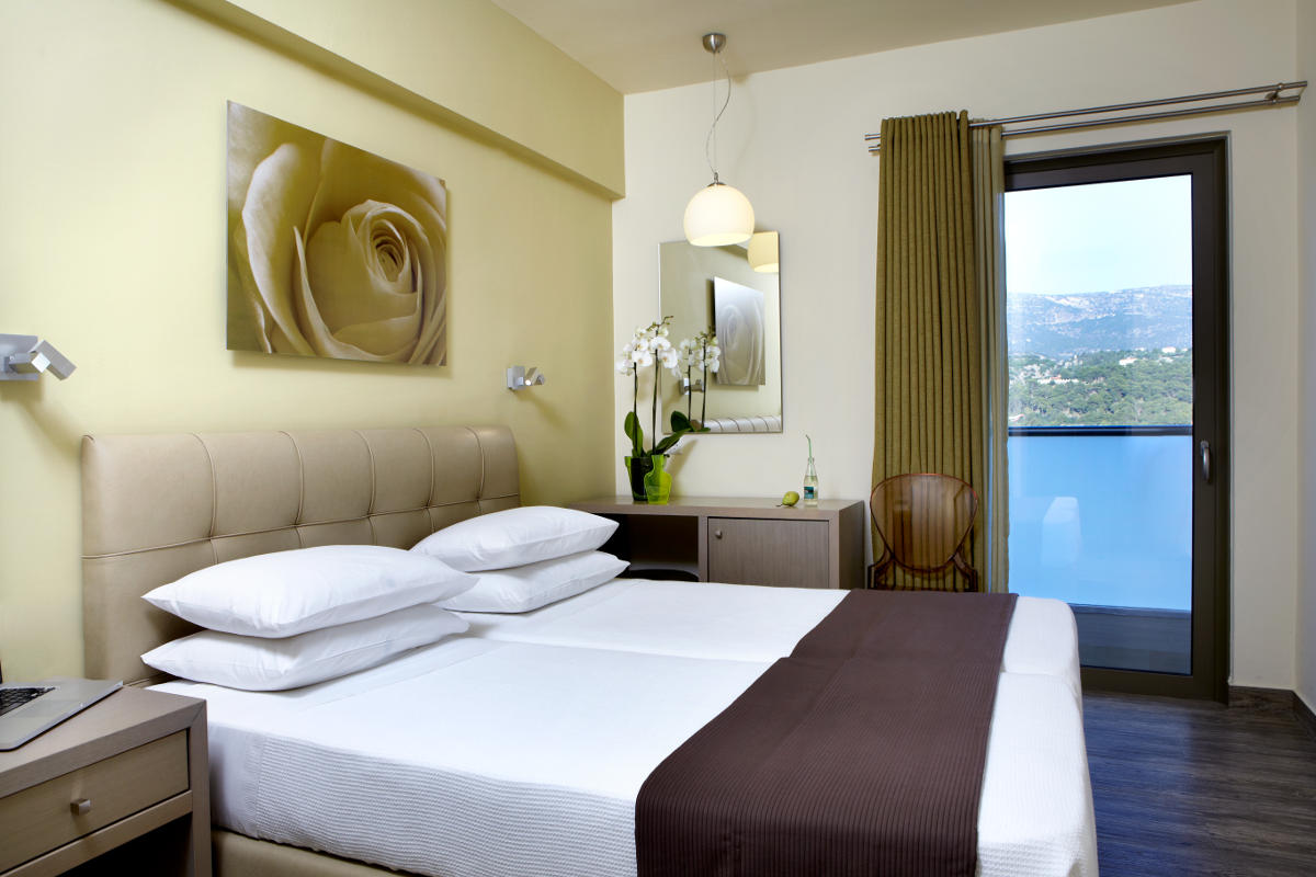 Double or twin hotel room in Argostoli with sea view 20m2